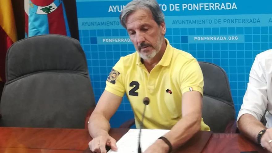 El concejal detenido, Pedro Muñoz, en una rueda de prensa.