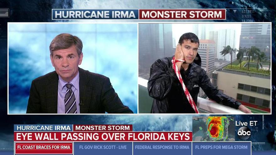 Reportero de la ABC informando sobre el huracán Irma