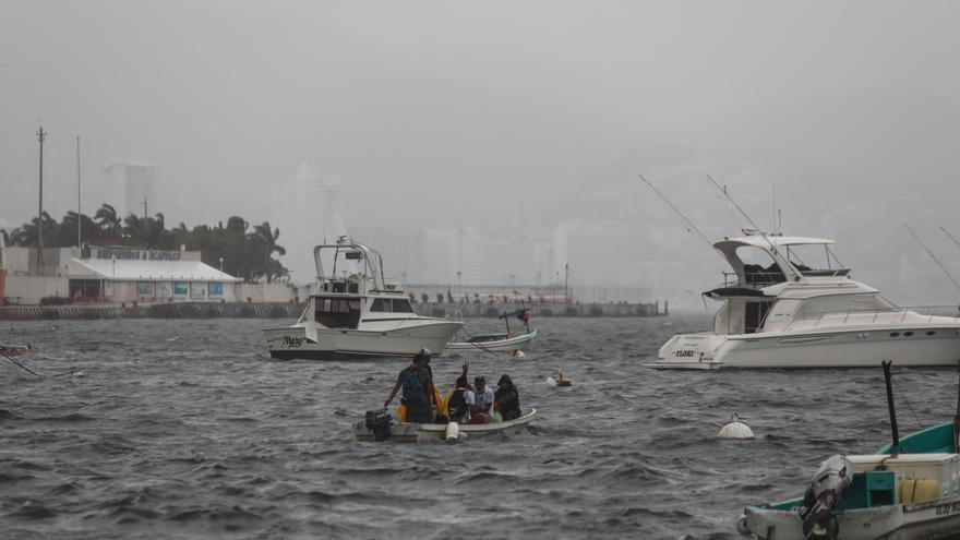 Huracán Enrique mantiene categoría 1 pero se intensificará en próximas horas