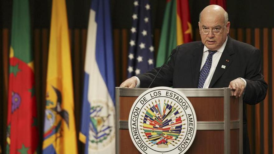 Insulza parte a viaje que lo llevará a Bolivia y a Chile