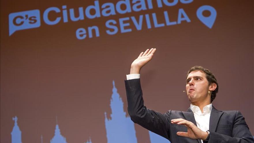 Rivera dice a Rajoy que no amortice a Sánchez, ya que el acabado puede ser él