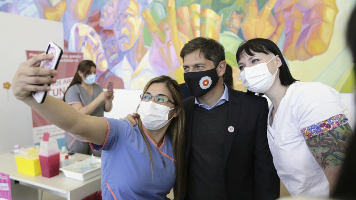 El gobernador Axel Kicillof anunció vacunación libre para las segundas dosis de mayores de 60 años.
