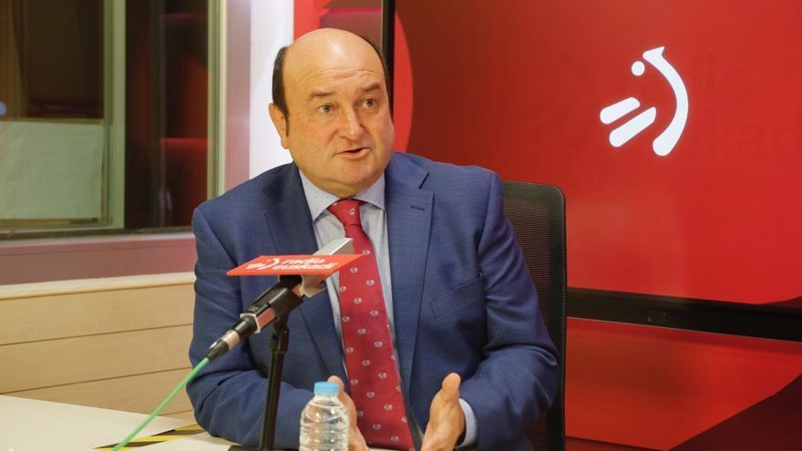 El presidente del EBB del PNV, Andoni Ortuzar, en una entrevista en Radio Euskadi