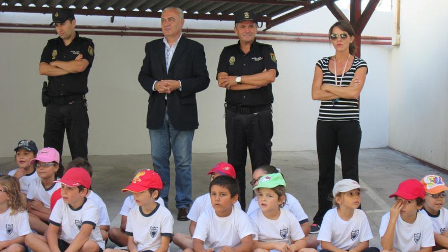 En la imagen, parte de los alumnos en el patio de la Comisaría. Foto: LUZ RODRÍGUEZ