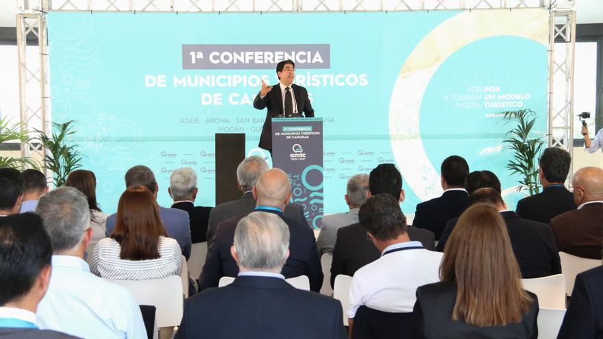 Pedro Martín, durante su intervención en Adeje, en la I Conferencia de Municipios Turísticos de Canarias
