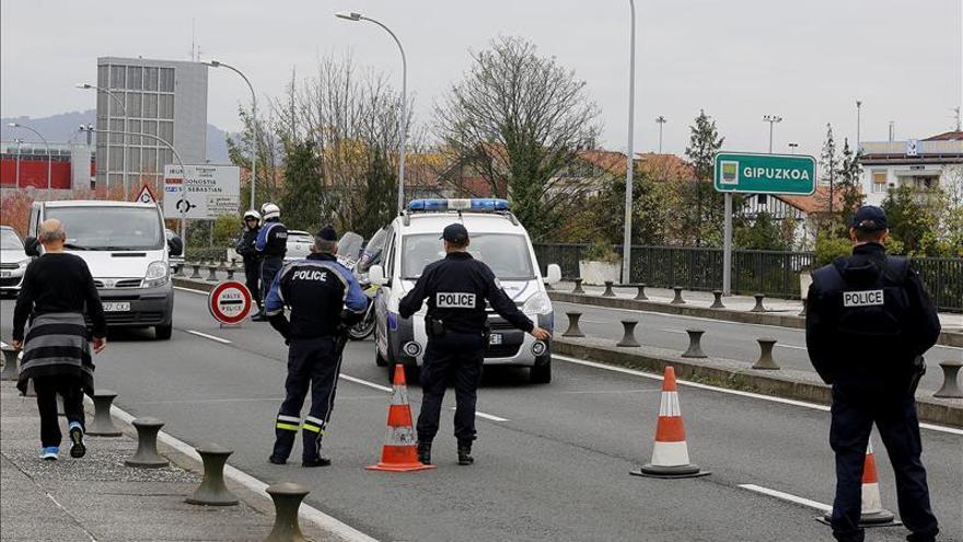 Control de la Policía Nacional francesa en la frontera de Irún