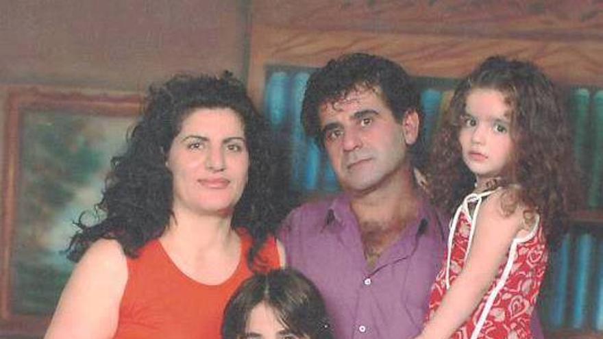 Nasser Saber Bondek, con su mujer, Fariza, y sus hijos durante un día libre en el verano de 2006. El hombre fue arrestado el 17 de febrero de 2014 en su casa por personas que parecían ser miembros de las fuerzas de seguridad sirias. / Imagen privada cedida a Amnistía Internacional.