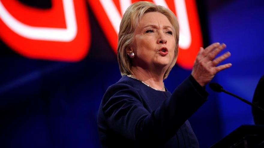 Trump y Clinton lideran con holgura los sondeos en la cita clave de Michigan