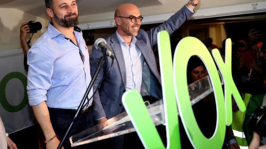 Abascal acusa al PSOE de usar a Rubalcaba para crear miedo e imponer memoria