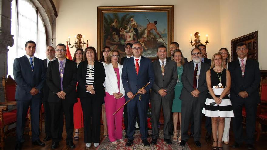 En la imagen, los concejales de la nueva corporación del Ayuntamiento capitalino, con el flamante alcalde.