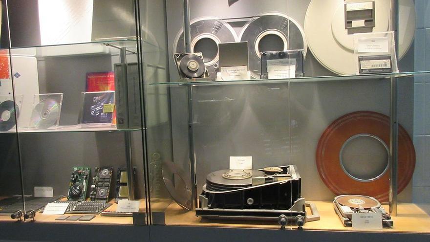 'Hardware', 'software' o folletos forman parte de la colección del Museo de Informática Histórica en Zaragoza