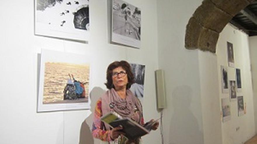 Milagros Fuentes en la inauguración de una exposición sobre Derechos Humanos en el Colegio de Abogados de Santa Cruz de La Palma.