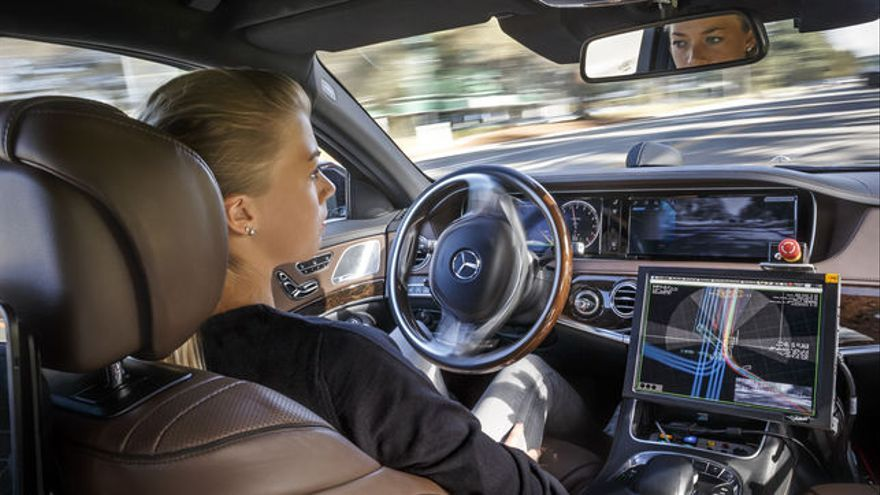 ¿A un anciano o a un niño? ¿A quién debería 'salvar' un coche autónomo?