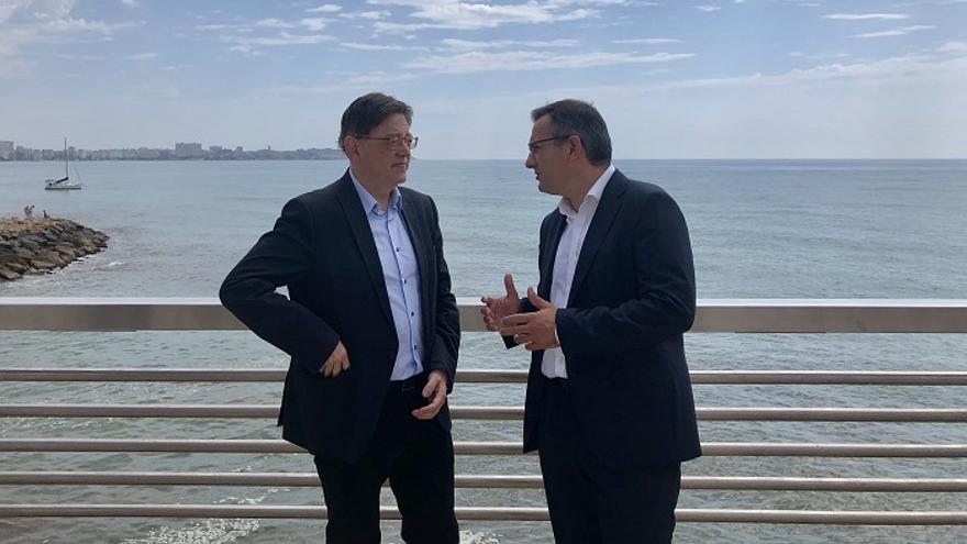 El presidente de la Generalitat Valenciana, Ximo Puig, junto al delegado del Gobierno en Murcia, Diego Conesa,