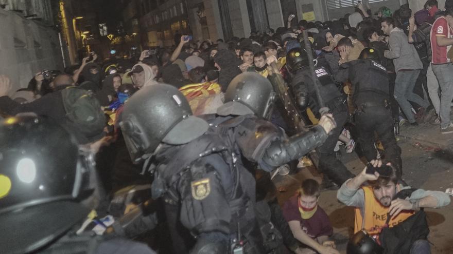 Cargas policiales en la calle Mallorca de Barcelona
