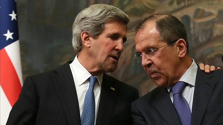 Kerry se reúne con representantes de la oposición y ONG rusas