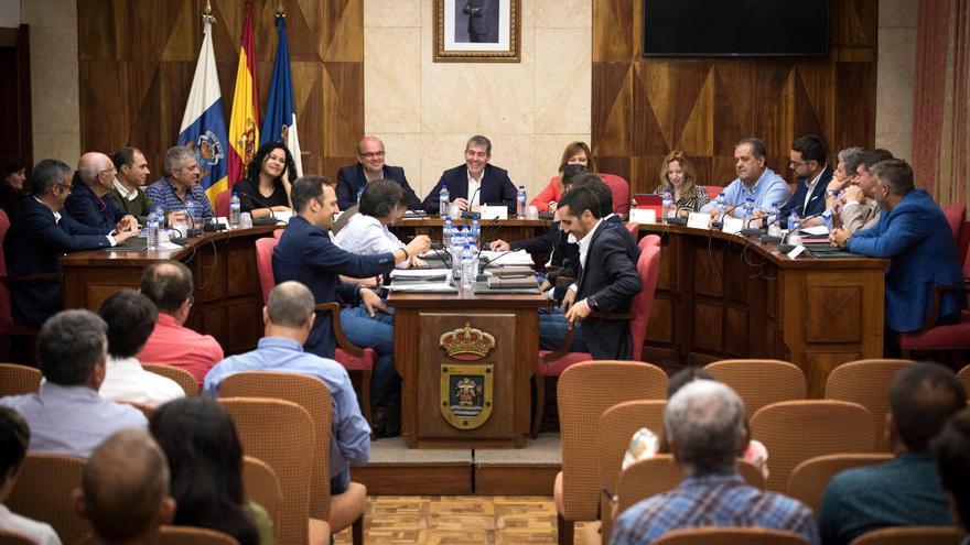Reunión  del presidente del Gobierno de Canarias, celebrada en el Cabildo, junto al presidente del Cabildo de La Palma, y los alcaldes de los municipios de la Isla,  para abordar el estado de los proyectos que se desarrollan con cargo al Fondo de Desarrollo de Canarias (Fdcan).