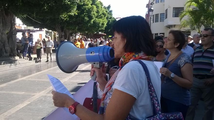 Ana León, de Izquierda Unida, leyó el manifiesto contra las violencias machistas.