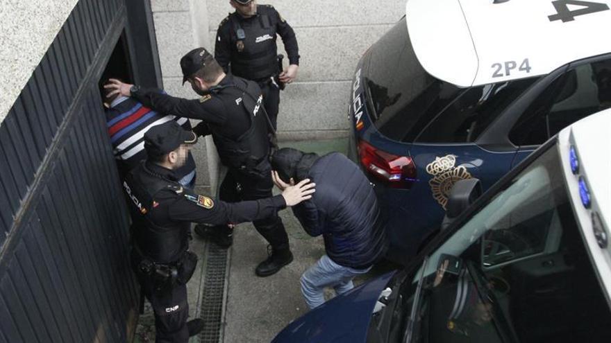 Prisión para 16 miembros de la red a la que intervinieron 2 toneladas de coca