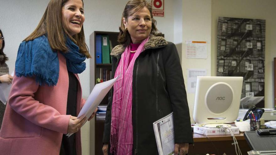 Isabel Gil Rosiña, portavoz, y Pilar Blanco-Morales, consejera de Hacienda, registran en el Parlamento regional el nuevo proyecto