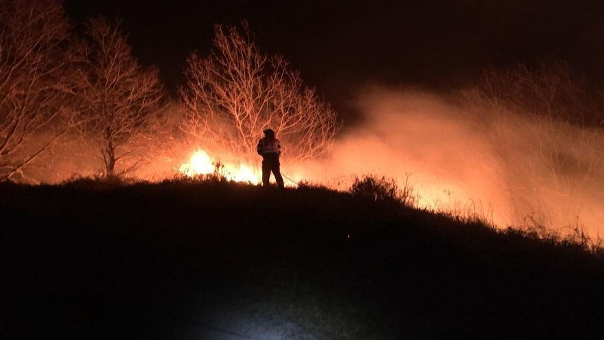 Activo el incendio de Cosío y otro provocado en Cabezón de Liébana