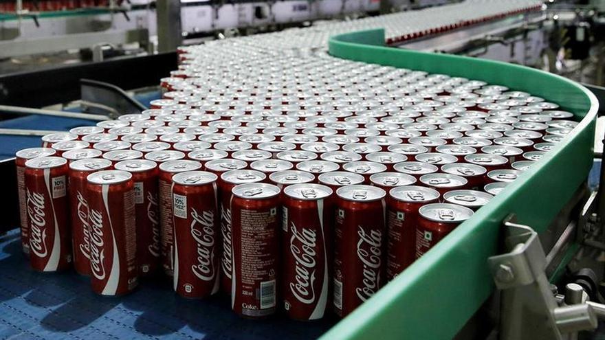 Los beneficios de Coca-Cola bajan un 48 por ciento en el primer semestre