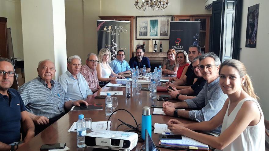 Los asistentes a la reunión en el Consejo Regulador