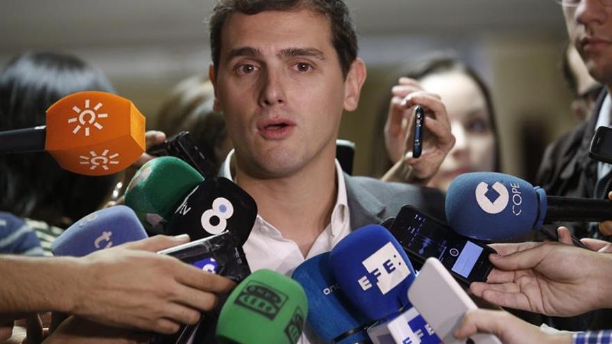 Rivera urge a garantizar los derechos de los inmigrantes en los CIE