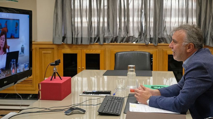 El presidente de Canarias, Ángel Víctor Torres, y la presidenta de las Islas Baleares, Francina Armengol, este jueves, durante la reunión por videoconferencia.