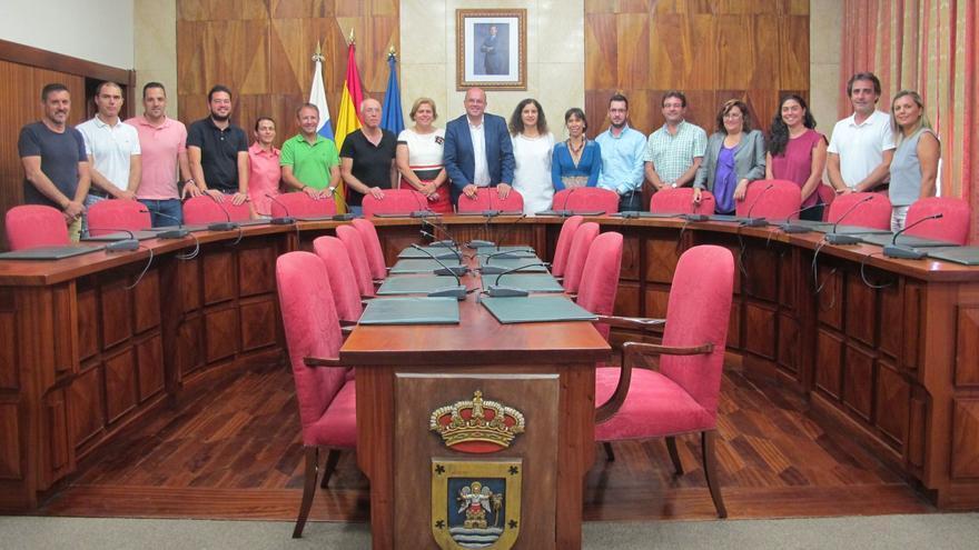 En la imagen, los asistentes a la firma del convenio de Ayuda a Domicilio.