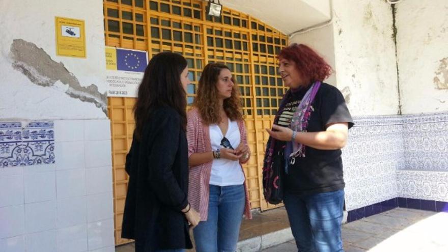 Ione Belarra, Noelia Vera y Leonor Rodríguez a las puertas del CIE de Algeciras