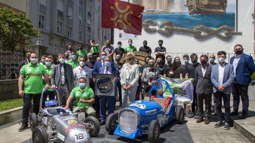 El presidente de Cantabria, Miguel Ángel Revilla, y la consejera de Educación y Formación Profesional, Marina Lombó, reciben a los centros de formación que han participado en el campeonato de vehículos eléctricos Euskelec 2021