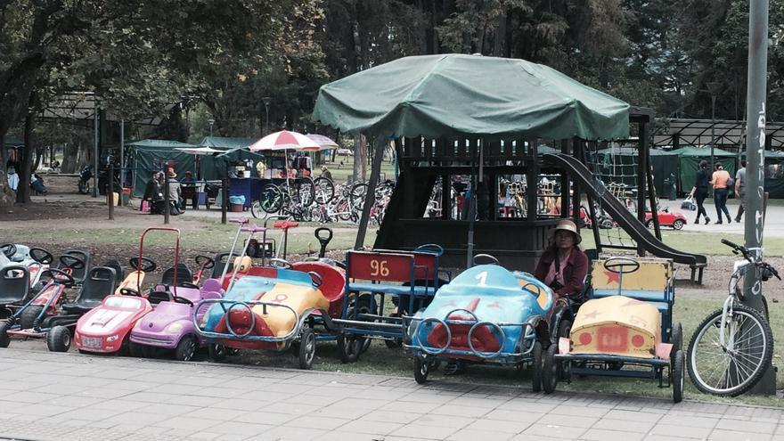 La vida diaria y el comercio informal siguen en el parque El Ejido de Quito, a pesar de Hábitat III.