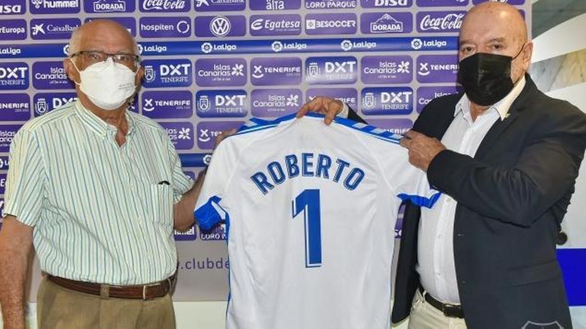 Concepción entrega la camiseta del club a su socio número uno
