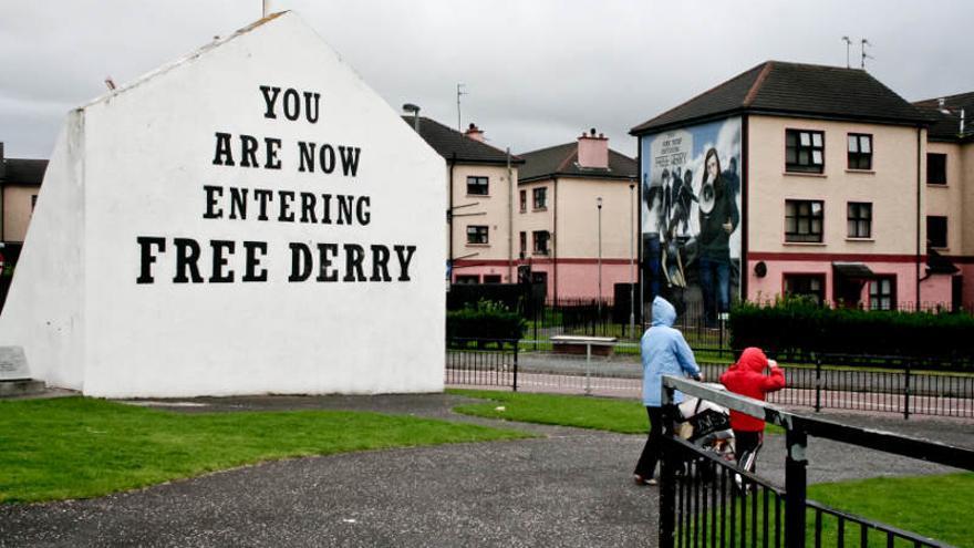 Free Derry Corner, en el barrio católico de la ciudad. Irlanda del Norte