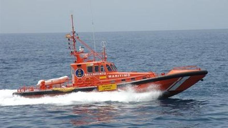 Salvamento Marítimo rescata a nueve personas que iban a bordo de una patera cerca del sur de Gran Canaria