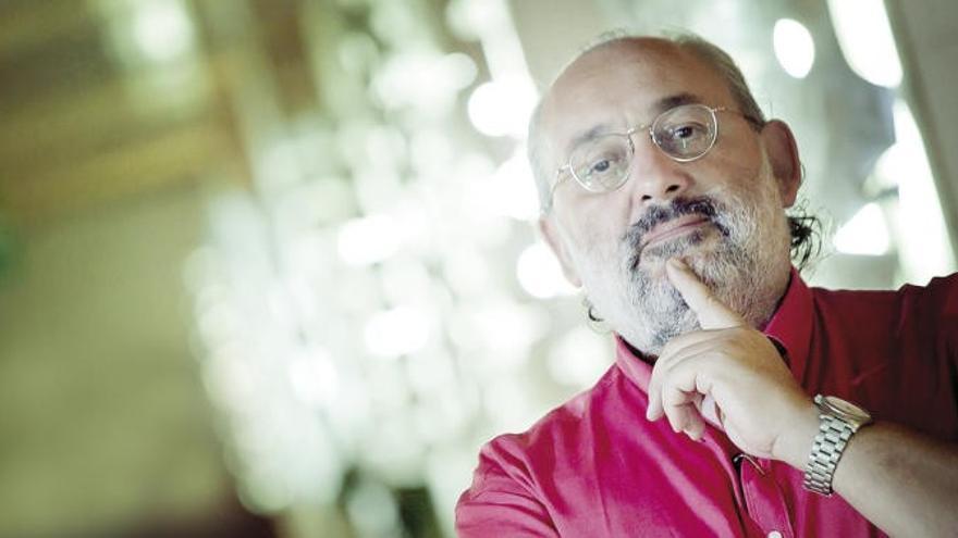 El periodista y poeta José María Noguerol.