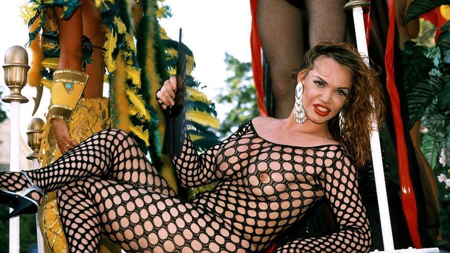 La Veneno en la cabalgata del Orgullo Gay 2001