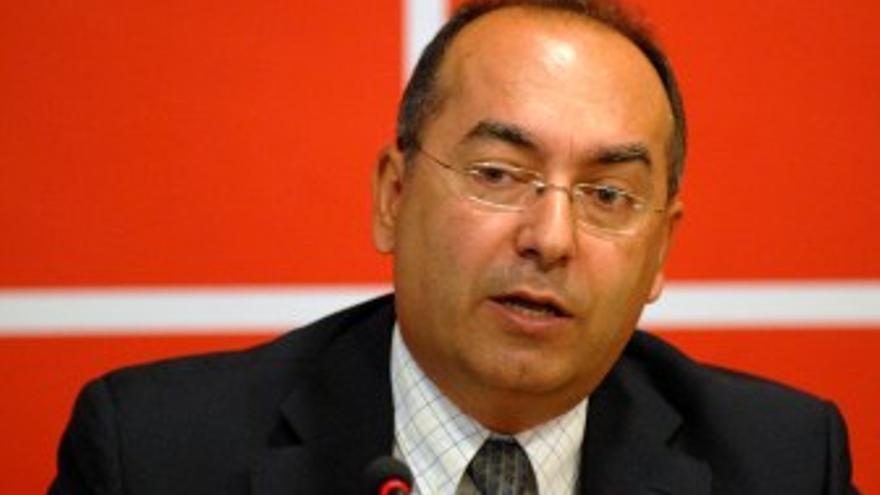 Julio Cruz.