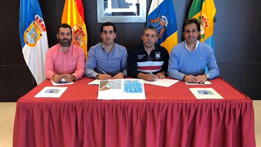 Acto de firma del  convenio de colaboración entre el Ayuntamiento de Breña Baja  y SOS Desaparecidos.