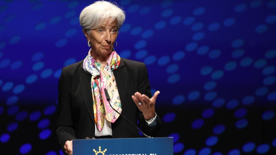El BCE levanta la limitación de los dividendos de los bancos pero les pide