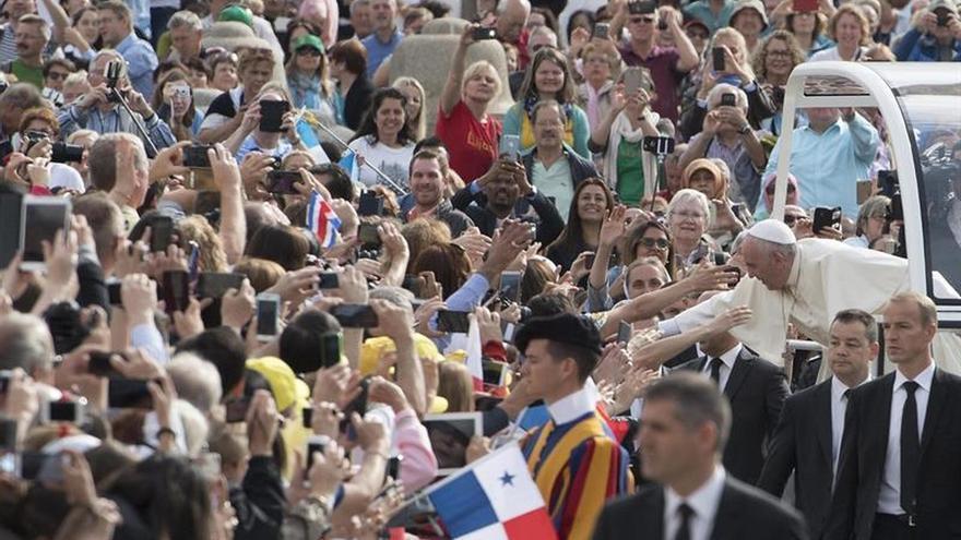 """El papa Francisco pide """"acordarse"""" de los enfermos de Alzheimer"""