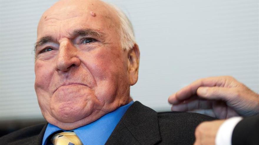 Indemnizarán a Kohl con un millón de euros por memorias no autorizadas