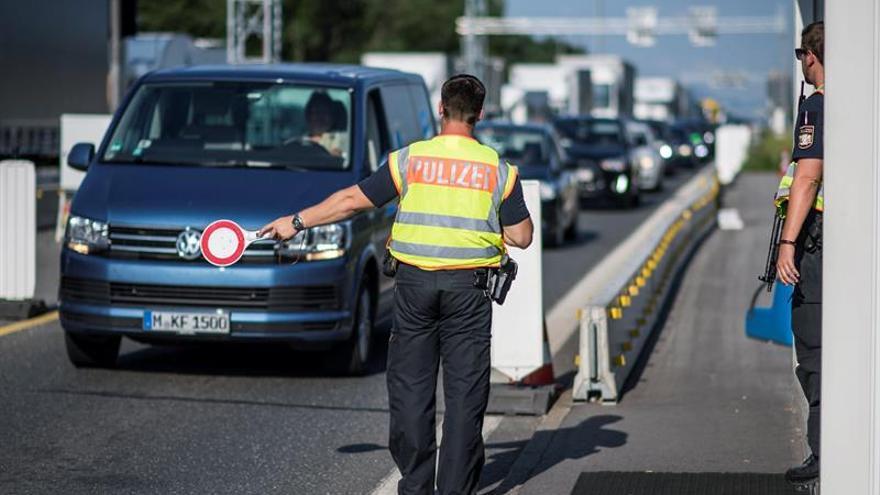 Alemania prolonga seis meses los controles fronterizos