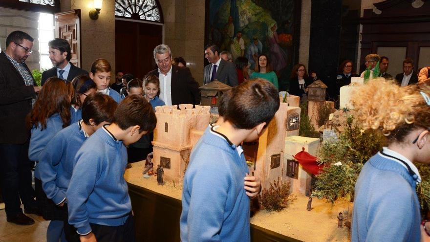 Los niños del coro del Colegio Virgen del Mar, en la inauguración del Belén