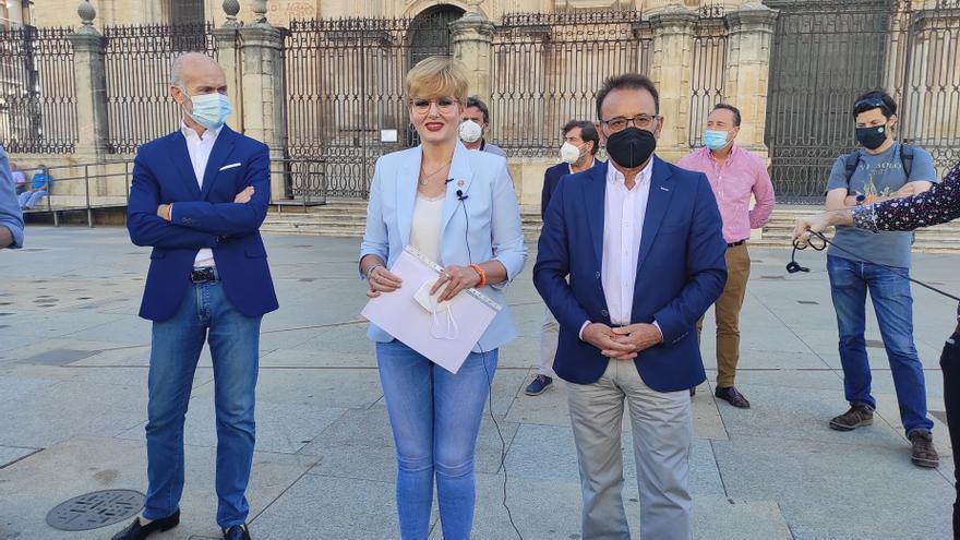 Francisco Díaz, María Cantos y Miguel Castro, los tres concejales de Cs en el Ayuntamiento de Jaén que han abandonado el gobierno local