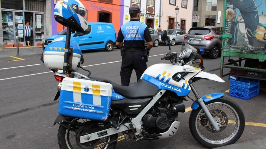 Un agente de la Policía Local de Santa Cruz de La Palma.