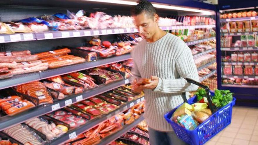 Se deben etiquetar el valor energético, las grasas, grasas saturadas, hidratos de carbono, azúcar, proteínas y sal