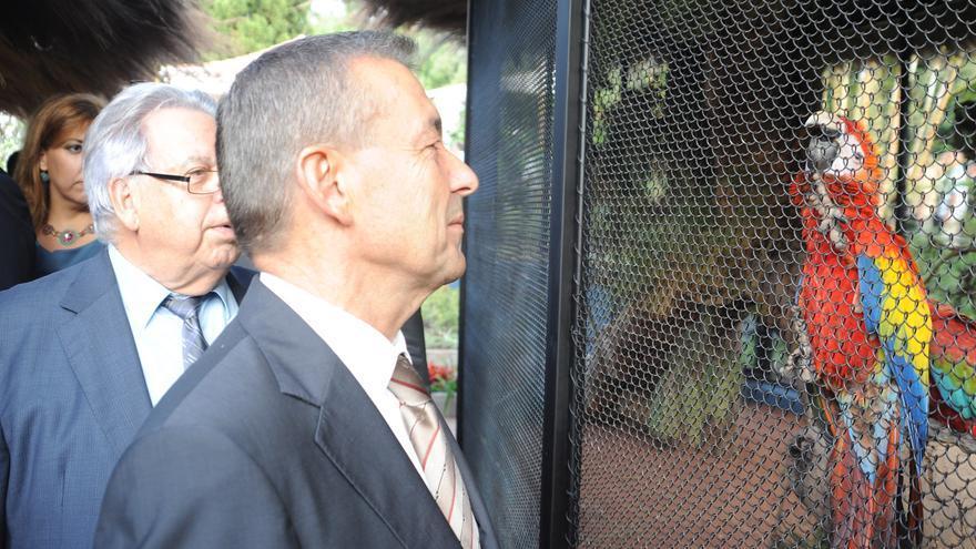"""El presidente canario, Paulino Rivero, asistió a la inauguración del """"Animal embassy"""" de Loro Parque."""
