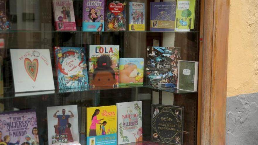 El Día Internacional del Libro Infantil se celebra todos los 2 de abril desde 1967 para fomentar la lectura entre los más jóvenes y en honor a Hans Christian . Andersen.